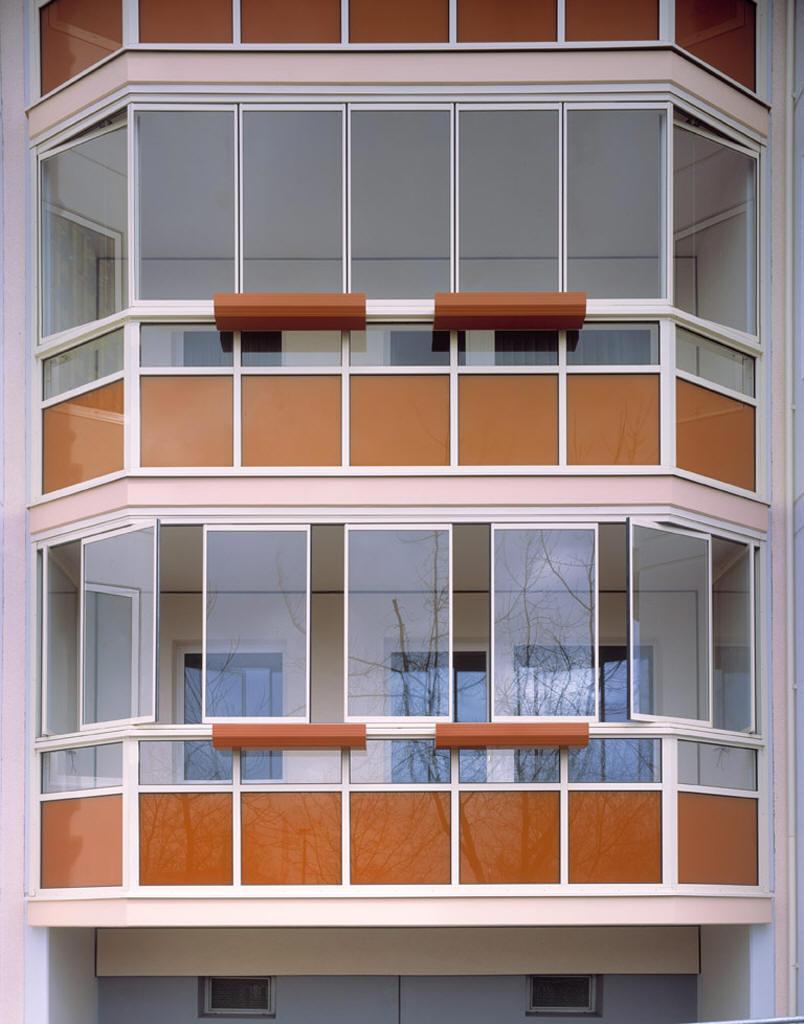 Преимущество остекления балкона и лоджий пластиковыми окнами.